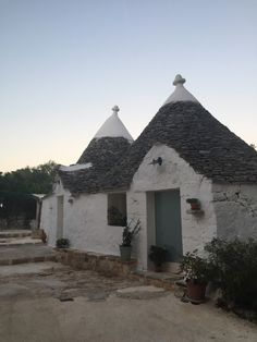 The typical Trulli huts - Neelie's Next Bite