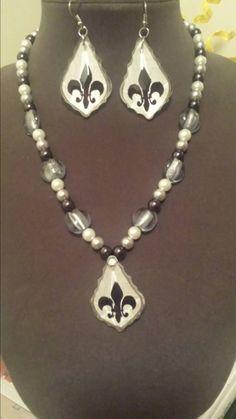 Check out this item in my Etsy shop https://www.etsy.com/listing/207677927/classic-fleur-de-lis-necklace-set