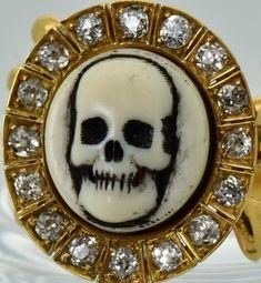Items similar to MUSEUM antique Georgian gold and Diamonds Memento Mori Skull Poison ring on Etsy Skull Jewelry, Jewelry Art, Fine Jewelry, Jewellery, Jewelry Ideas, Magical Jewelry, Unusual Jewelry, Memento Mori, Poison Ring