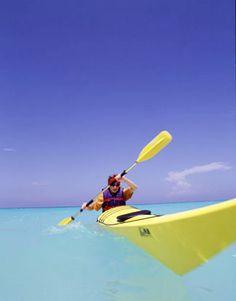 La bahía de Solimán es una bella área costera ideal para pasear en kayac. / Soliman Bay is a coastal área located between Akumal and Tulum is excellent for kayaking