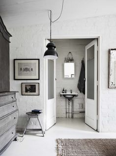 my scandinavian home: 'The White Room' - a studio with beautiful one-off vintage pieces Melbourne Apartment, Baños Shabby Chic, Brick Room, Brick Walls, Interior Inspiration, Design Inspiration, Bathroom Inspiration, Turbulence Deco, White Rooms