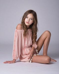 MAISIE DE KRASSEL - A flower does not think of competing with the flower next to it. It just blooms. 💫 Pic by HMU Wearing - Insta Stalker Cute Girl Dresses, Cute Girl Outfits, Kids Outfits Girls, Little Girl Dresses, Teenage Outfits, Young Girl Fashion, Preteen Girls Fashion, Kids Fashion, Tween Girls
