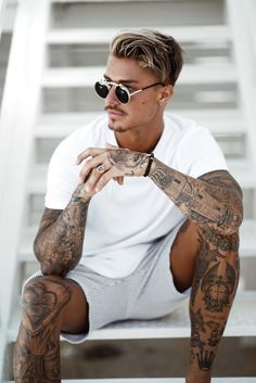 trend fashion, trend fashion for men, tattoos for men, covering tattoo Johnny Edlind, Johnny Depp, Mens Hairstyles With Beard, Haircuts For Men, Boy Tattoos, Tattoos For Guys, Male Fashion Trends, Mens Fashion, Stylish Men