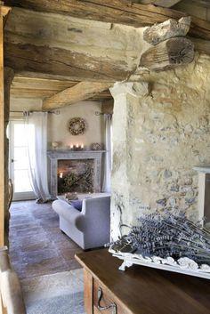 pierre apparente, cheminée décorative, bois de grange et parement pierres