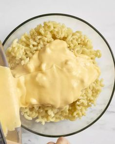 How To Make the Best Macaroni and Cheese on the Stove (nickel allergy, don't add the mustard) How To Make Mac And Cheese - Easy Stovetop Recipe Stovetop Mac And Cheese, Creamy Macaroni And Cheese, Mac Cheese, Cheese Fruit, Cheese Recipes, Appetizer Recipes, Cooking Recipes, Pasta Recipes, Dinner Recipes