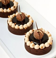 Skills Needed To Become A Patisserie Chef - Useful Articles Small Desserts, French Desserts, Gourmet Desserts, Just Desserts, Delicious Desserts, Dessert Recipes, Yummy Food, Yummy Lunch, Mini Cakes
