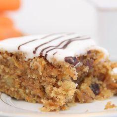 Gâteau aux carottes simplissime – Ingrédients de la recette : 300 g de carottes râpées , 200 g de sucre roux, 200 g de farine, 100 g de raisins secs