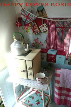 Retro Caravan Kitchen Space rose red and blue Caravan Vintage, Vintage Caravans, Vintage Travel Trailers, Vintage Rv, Vintage Gypsy, Vintage Stuff, Vintage Kitchen, Retro Campers, Camper Trailers