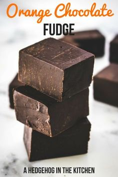 Orange chocolate fudge is the perfect treat for Christmas. Just 4 ingredients and 7 minutes is all you need to make this dreamy treat your reality. Christmas Fudge, Christmas Desserts Easy, Christmas Treats, Christmas Baking, Xmas, Holiday Baking, Christmas Recipes, Candy Recipes, Dessert Recipes