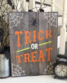 Halloween Trick or Treat Sign custom with your own stain and paint colors to personalize for your home decor. Would be adorable on a porch, too! Halloween Trick or Treat Sign Spooky Halloween, Halloween Wood Crafts, Fete Halloween, Halloween Trick Or Treat, Halloween Projects, Holidays Halloween, Holiday Crafts, Diy Fall Crafts, Rustic Halloween
