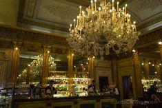 La decoración interior de uno de los cafés históricos de Turín, el Caffè San Carlo