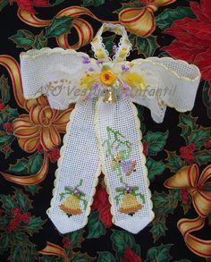 Angel colgante. Tela aida bordada en punto cruz. Handmade. En venta en AIO Vestuario Infantil.