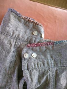 そう!シャツの袖は擦りきれちゃいます。毛糸で繕いました。そういえばわたしは、袖まくりのクセがあるのでなかなか擦りきれていなかった!