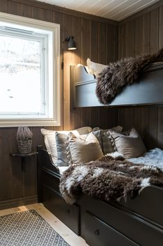 Home Decorating Websites Free Cabin Homes, Log Homes, Construction Chalet, Scandinavian Cabin, Bunk Rooms, Cabin Interiors, My New Room, Hygge, Interior Design Living Room