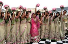 Love that the bride's dress stands out so much. Bridesmaid Poses, Indian Bridesmaid Dresses, Bridesmaid Saree, Bridesmaid Outfit, Bridesmaids And Groomsmen, Bridesmaid Pictures, Wedding Bridesmaids, Indian Dresses, Indian Outfits
