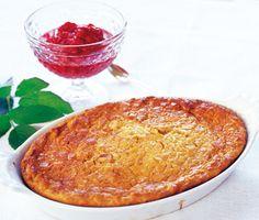 Ljummen mandel-ostkaka med citron är en underbar dessert som du tillagar på under 60 minuter. Den goda kakan av sötmandel, grädde och färskost serveras med hallon eller andra syrliga bär.
