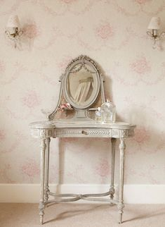 The Paper Mulberry: Kate Forman Shabby Chic Bedrooms, Shabby Chic Decor, Shabby Chic Vanity, French Furniture, Painted Furniture, Antique Furniture, Gouts Et Couleurs, Kate Forman, Paper Mulberry