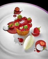by Lilian Bonnefoi pour l'Hôtel du Cap Eden Roc Creative Desserts, Gourmet Desserts, Fancy Desserts, Plated Desserts, Creative Food, Gourmet Recipes, Delicious Desserts, Yummy Food, Dessert Presentation