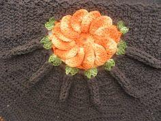 tapete leque confeccionado a mão com fios de barbante nº8 disponível nas cores marrom e laranja. outro tons só por encomenda. R$ 30,00