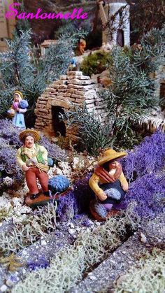 How to make lavender for a Christmas crib or warhammer decor made by Yannick Santons et Crèches de Provence Glitter Houses, Provence, Christmas Traditions, Home Decor Styles, Mini Albums, More Fun, Most Beautiful Pictures, Christmas Decorations, House Styles