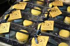 Macarons as Wedding Favors - yellow and black macarons (by le bonbon)