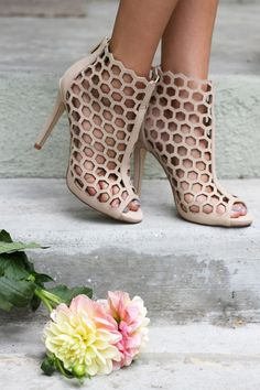 honeycomb nude pumps ///