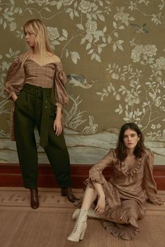 The complete Jill Stuart Pre-Fall 2018 fashion show now on Vogue Runway.