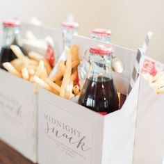 9 Wedding Favors Your Guests Will Actually Want to Grab - Jungesellenabschied, Jungesellinnennabschied, Jga - hochzeit Wedding Favors And Gifts, Wedding Snacks, Wedding Food Bars, Vintage Wedding Favors, Personalised Wedding Favours, Wedding Guest Favors, Wedding Favours Quirky, Quirky Wedding Dress, Outdoor Wedding Favors