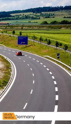 🚘 Во всех странах Европы существуют ограничения скорости на автомобильных трассах. Исключением является Германия, где более 50 % дорог не имеют никаких ограничений по скорости.   Конечно же, речь идет об автомагистралях — автобанах (autobahn).  Несмотря на то, что ограничения не установлены, есть рекомендованная скорость – 130 км/час.   #германия #автобан #автомагистраль #скорость #авто #автомобиль #немецкиеавтомобили #дорога #дороги #европа