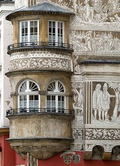 """Renaissance façade of the apartment house called """"Under the Quail's Basket"""" in Legnica, Poland by Marcin Mazurkiewicz"""