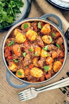 Every time I make this Syn Free Slimming World beef stew, it always amazes me! I… Every time I make this Syn Free Slimming World beef stew, it always amazes me! It's just so deliciously rich, filling and comforting! Slimming World Beef Casserole, Slimming World Beef Stew, Slimming World Beef Recipes, Slow Cooker Slimming World, Slimming World Dinners, Slimming Eats, Slimming World Free Foods, Healthy Slow Cooker, Slow Cooker Recipes