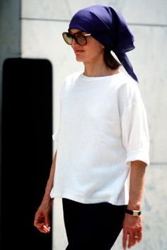 Jacqueline Kennedy Onassis - jackie o - style icon - fashion - pictures / I love the scarf!