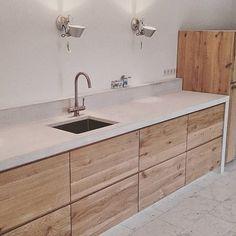 Ways To Choose New Cooking Area Countertops When Kitchen Renovation – Outdoor Kitchen Designs Outdoor Kitchen Countertops, Concrete Kitchen, Modern Kitchen Cabinets, Wooden Kitchen, New Kitchen, Costco Kitchen Cabinets, Kitchen Walls, Kitchen Ideas, Kitchen Decor