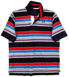Das sportive Poloshirt von CLAUDIO CAMPIONE im exklusiven Streifenlook zeigt  eine edle Logo Stickerei im Brustbereich, zwei Seitenschlitze und ein  etwas längeres Rückenteil.