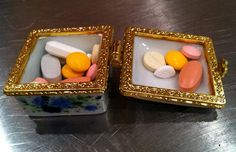 My mother's pill box with pretty pills and vitamins: I am convinced she takes her pills for their aesthetical qualities ;)