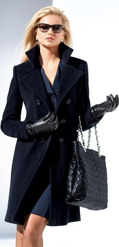 Classy coat dress and bags that easy. Look Fashion, Winter Fashion, Womens Fashion, Fashion Trends, Classic Fashion, Fashion Coat, Classic Style, Blue Fashion, Fasion