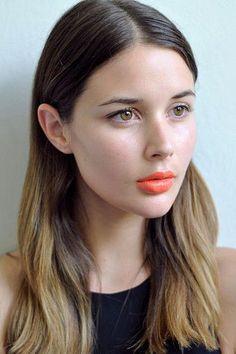 Joli rouge à lèvres orange... #TheBeautyHours