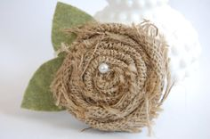 Burlap Flower Burlap Flowers, Diy Flowers, Fabric Flowers, Cute Crafts, Crafts To Do, Sewing Crafts, Sewing Projects, Fabric Flower Headbands, Burlap Crafts