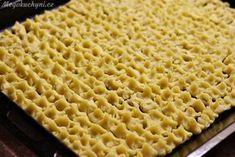 Koláčky na plechu před pečením Czech Recipes, Apple Pie, Food And Drink, Sweets, Bread, Baking, Buns, Cupcake, Basket