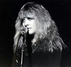 Stevie onstage ~ ☆♥❤♥☆ ~ looking soulful ~ love her hair here