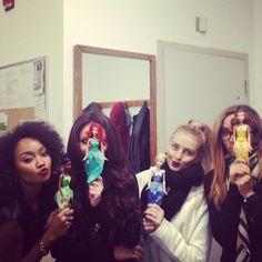 little mix with disney princess dolls I Love You Girl, Cool Girl, Little Mix Instagram, Little Mix Perrie Edwards, Little Mix Girls, Litte Mix, Disney Princess Dolls, Girls Together, Jesy Nelson
