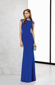 A estilista Rosa Clará cria vestidos de noiva e de cerimónia para tornar reais os sonhos daquelas mulheres que procuram elegância, sensualidade e sofisticação.