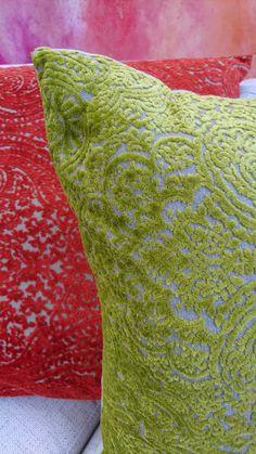 Paisley-kuviot ja raidat samettisina tyynyinä | mkaksi