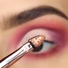 Eyeliner is one of the best type of eye makeup that helps to enhance your eyes and make it look more beautiful. By applying eyeliner you can accentuate your eyes…View Post Eye Makeup Tips, Makeup Goals, Eyebrow Makeup, Skin Makeup, Makeup Inspo, Eyeshadow Makeup, Beauty Makeup, Sparkly Eyeshadow, Eyeliner Ideas