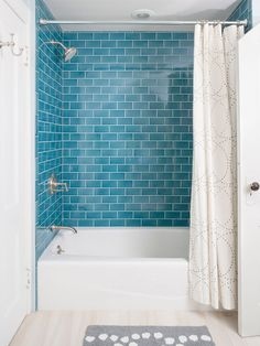 Blue, white and gray #bathroom #color #palette. Love this look!