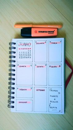 Monthly cover idea Bullet Journal: Weekly Bullet Jounal layout Agenda: Results from the two: The images were printed, cut and pasted, so they were more relaxed with this aspect! Bullet Journal Tracker, Bullet Journal School, Self Care Bullet Journal, Bullet Journal Inspiration, Stabilo Boss, Lettering Tutorial, Weekly Planner, Weekly Agenda, Journal Aesthetic