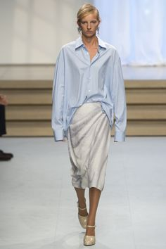 See the complete Jil Sander Spring 2017 Ready-to-Wear collection.