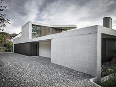 Villa V – Hürlemann Concrete Architecture, Modern Architecture Design, Residential Architecture, Modern Exterior, Exterior Design, Modern Villa Design, Contemporary Design, Beton Design, Concrete Houses