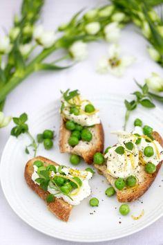Take it pea(sy): Crostini mit Büffelmozzarella und frischen Erbsen » Cucina Piccina