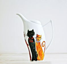 Hand Painted Ceramic Teapot Aristocats- i love the different colors used to make the orange cat, so three dimensional